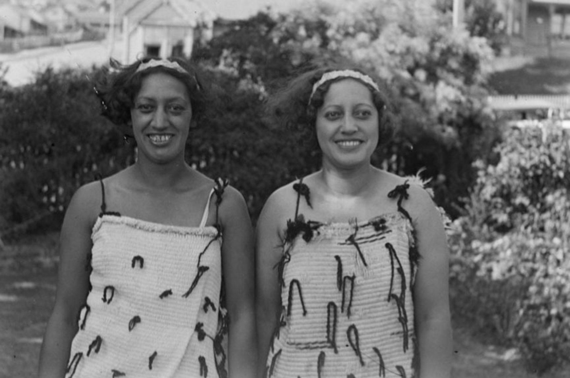 Portrait of two of Teiti Pouhiki Teiti (Ted) Manihera daughters, ca. 1900-1950 - 6194.1